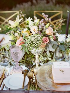 gold and pink garden fresh wedding table