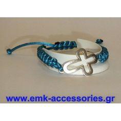Βραχιόλι μακραμε γαλάζιου χρώματος δέμενο με ασημένιο σταυρό..Υπάρχει η δυνατότητα επιλογής χρώματος κορδονιού...