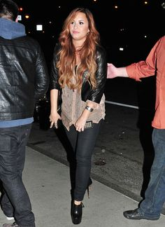 If i had the money i would dress like Demi Lovato!!
