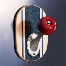OMG CUUUUUUUTE......hook made from skateboard & wheel