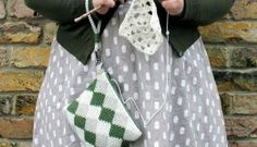 Anna Nikipirowicz' tapestry purse on the LoveCrochet blog