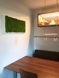 Essbereiche lassen sich mit Moosbildern besonders einfach und natürlich aufhübschen. Wall Lights, Lighting, Home Decor, Simple, Appliques, Decoration Home, Room Decor, Lights, Home Interior Design