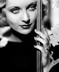 Carole Lombard.  You know, they just don't make 'em like they used to.  Natural beauty was more than skin deep during this era.  I love watching old black and white movies!