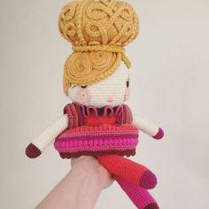 #repost @annariikkaq -  #done #crochet #crocheting #crochetdoll #amigurumi #craft #made #madebyme #virkkaus #virkkaaja #annariikkaqvist #käsityö #crochetart #crochetartist #nukke #virkattunukke #yarn  #lastenvaatekarnevaali #tampere