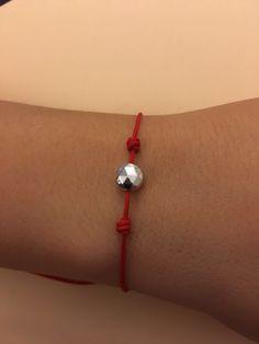 216c3c9abdf7 Hilo rojo. Estas navidades regala pulseras de hilo rojo que une a personas  para siempre