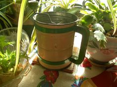 Androck Vintage Cream and Green Metal Sifter