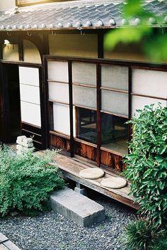 视觉志 5-31 14:41 come from 微博 weibo.com 日本坪庭,在几坪甚至只有一坪大小的空间里,浓缩著精微的空间美学和造景艺术。