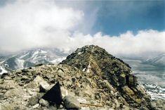 El volcán Nevado Ojos del Salado, en la frontera entre Argentina y Chile, es el más alto del planeta.