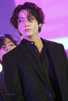 The BTS JungKook coiffure attracts a variety of consideration through the Foto Jungkook, Foto Bts, Jungkook Oppa, Bts Bangtan Boy, Jimin Hair, Kim Taehyung, Jung Kook, K Pop, Namjoon