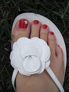 Little flower toe nails