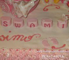 Torta per battesimo con carrozzina per bambina e orsetto con crema alla vaniglia e cioccolato con fragole