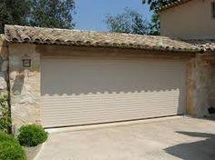 """Résultat de recherche d'images pour """"garage avec grande porte"""" Garage Doors, Outdoor Decor, Images, Home Decor, Big Doors, Searching, Decoration Home, Room Decor, Carriage Doors"""