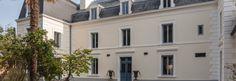 Entrée de la villa Villa, Multi Story Building, Mansions, Architecture, House Styles, Places, Home Decor, Holiday, Walls
