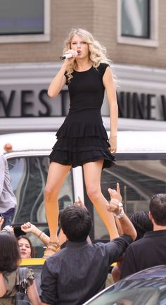 Taylor Swift performs on top a taxi cab in NYC