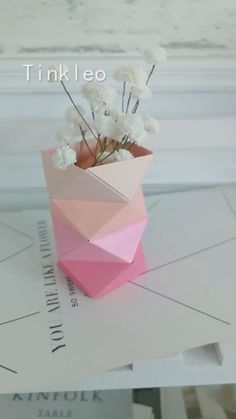 Cool Paper Crafts, Paper Flowers Craft, Paper Crafts Origami, Flower Crafts, Diy Paper, Paper Crafting, Paper Vase, Diy Flower, Paper Flower Vase