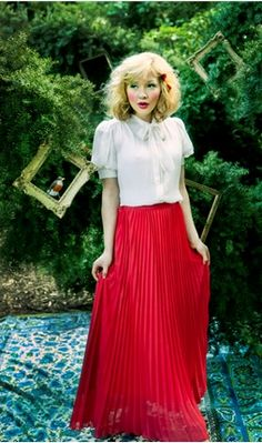 I'm loving long skirts lately, this one's from Shabby Apple. Wish I could find some long enough for me...