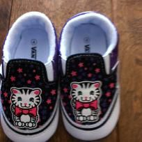 Vans kitty crib shoes NEW wob 4 Crib Shoes, Vans Authentic, Cribs, Cute Babies, Kitty, Sneakers, Baby, Fashion, Cots