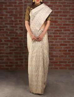 Cream bridal maheshwari cotton silk saree by Jaypore. If you are someone who prefers the grace that comes with a stiff silk saree, try cotton silk.  #indian #wedding