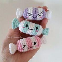 Kijk wat ik gevonden heb op Freubelweb.nl: een gratis haakpatroon van Super Cute Design om snoepjes te maken https://www.freubelweb.nl/freubel-zelf/gratis-haakpatroon-snoep/