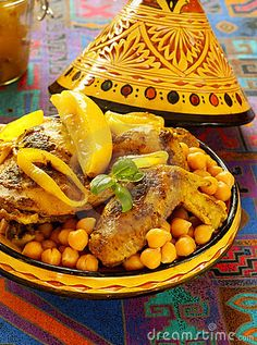 Chicken and Chickpeas - Moroccan Food - Moroccan Food Recipes - Maroc Désert… Tajin Recipes, Halal Recipes, Cooking Recipes, Cooking Bacon, Moroccan Tagine Recipes, Moroccan Dishes, Moroccan Stew, Moroccan Kitchen, Middle East Food