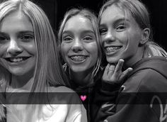 Lisa and Lena with a fan in Belgium