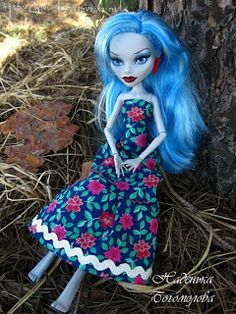 Free Pattern - Monster High, Dress. not in english but photos of constuction