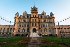 There are only a few ways to get behind the historic walls of the now-abandoned Tennessee State Prison on Bomar Boulevard in West Nashville. You could: A)...