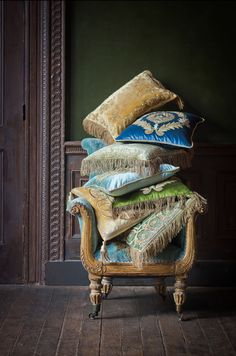 Handmade Furniture, Home Decor Furniture, Grand Art, Luxury Cushions, Luxury Rooms, Embroidered Cushions, Shabby Chic Homes, Sofa Pillows, Soft Furnishings