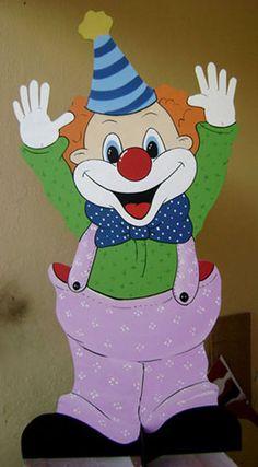 palhaço em MDF 6mm, com base de apoio cruzada, utilizada em cenografia temática de circo em festa infantil. Valor aproximado, venda casada com outros produtos R$85,00