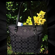 ❤️COACH♥️ SIGNATURE ZIP TOP TOTE 12cm SIGNATURE FABRIC WITH LEATHER TRIM-CELL PHONE AND MULTIFUNCTION POCKETS-FABRIC LINING-OUTSIDE ZIP POCKET-12cm.     ABSOLUTELY GORGEOUS!!! NEW                                                        AUTHENTIC Coach Bags Totes