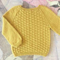 Image of Flet Bluse Str. til 8 År Baby Cardigan Knitting Pattern Free, Baby Boy Knitting Patterns, Baby Sweater Patterns, Knitting For Kids, Knit Patterns, Baby Girl Sweaters, Toddler Sweater, Pull Bebe, Sweater Design