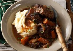 These ribs are an easy alternative to traditionally braised short ribs—you don't need to pay any attention to them once you get them in the slow cooker. (That makes it my favorite beef short ribs recipe! Slow Cooker Short Ribs, Slow Cooker Beef, Slow Cooker Recipes, Pressure Cooker Ribs, Pressure Pot, Slow Cooking, Slow Cooked Meals, Crockpot Meals, Gourmet