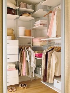 Small Closet Organization. Espacio pequeno. Closet Pequeno Organization.