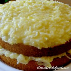 7-Up Cake-The Southern Lady Cooks, A great cake for any occasion. Strawberry Banana Cakes, Easy Strawberry Desserts, Blueberry Dump Cakes, Pineapple Desserts, Pineapple Cake, Honey Bun Cake, Honey Buns, Pineapple Filling Recipe, Sour Cream Coconut Cake