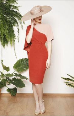 Sandy (Vestido de Fiesta). Diseñador: Cherubina. ...