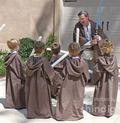 jedi robes for star wars party! So need a sewing machine! This would be reallyfun for HOldon's Birthday!