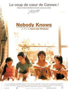 Nobody knows - Dare mo shiranai - est un film de Hirokazu Koreeda de 2003 avec Yûya Yagira, Ayu Kitaura. Synopsis : Quatre frères et soeurs vivent avec leur mère. L'ainé, Akira, s'occupe de ses jeunes frères et soeurs, chacun d'un père différent. Un matin d'hiver, leur mère disparaît et les enfants commencent à vivre seuls.