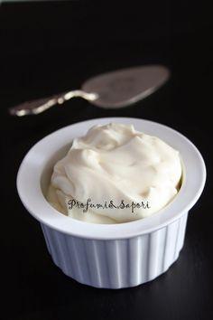 E' questa la definizione di namelaka: una crema particolarmente cremosa e vellutata...namelaka al cioccolato bianco, ricetta di Montersino