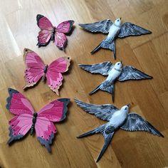 Seramik boyama günün işi Diy And Crafts, Arts And Crafts, Clay Paint, Decoupage Box, Shabby Chic Pink, Ceramic Flowers, Love Art, Painting On Wood, Creative Art