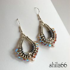 shilabead . . . looks like herringbone with larger beads to the middle . . .?