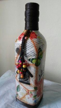 Recycled Glass Bottles, Painted Wine Bottles, Painted Jars, Vintage Bottles, Bottles And Jars, Custom Bottles, Wine Bottle Glasses, Wine Bottle Art, Diy Bottle