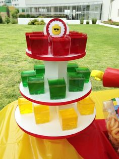 And put gummies on top to look like legos Lego Movie Party, Lego Themed Party, Ninjago Party, Lego Birthday Party, Batman Party, Batman Birthday, 6th Birthday Parties, Lego Ninjago, Festa Ninja Go