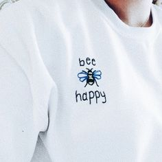bee happy graphic tee Source by fancytoll tees T-shirt Broderie, Summer Outfits, Cute Outfits, Diy Vetement, Diy Mode, Bee Happy, Diy Clothes, Custom Clothes, Fashion Models