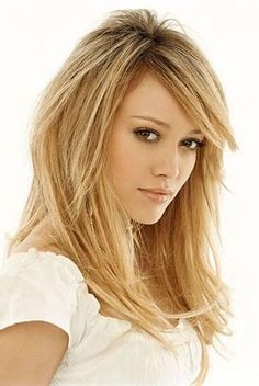 hilary duff hair cut - long layers love her hair Hair Cut Long, Long Layered Hair, Long Cut, Thin Hair, My Hairstyle, Pretty Hairstyles, Trending Hairstyles, Actrices Sexy, Corte Y Color