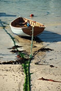 Small boat moored in the harbour of St Ives, Cornwall. Old Boats, Small Boats, Varanasi, Gone Fishing, Fishing Boats, Brisbane, Utility Boat, Cabin Cruiser, Boat Art