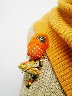 maramanufaktura / brošňa mini MARA srdiečková /orange/