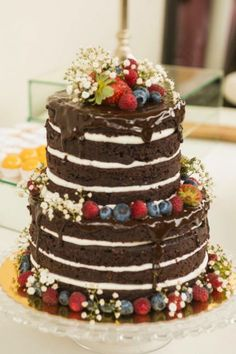 I'm a sucker for the naked cakes. This one from New Jersey's historic smithfield inn, was the first one I'd ever seen Naked Cakes, Diy Wedding Cake, Raspberry Filling, Gateaux Cake, Food Platters, Cakes And More, Birthday Bash, Beautiful Cakes, Vanilla Cake