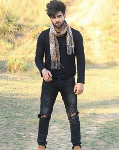 Ł.... Boy Photography Poses, Girl Photo Poses, Girl Photos, Punjabi Profile Pic, Slender Man, Stylish Boys, Funny Couples, Music Icon, Handsome