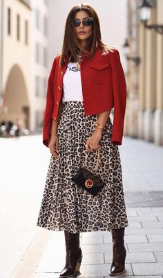30 Excellent Holiday Outfits For Every Girl's Style ~ Fashion & Design - Women Outfits Printed Skirt Outfit, Leopard Skirt Outfit, Leopard Print Outfits, Animal Print Outfits, Leopard Print Skirt, Leopard Fashion, Skirt Outfits, Casual Outfits, Animal Print Skirt