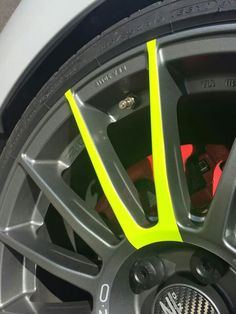Vw Touareg 2013, Golf Auto, Custom Cars, Custom Wheels, Vw Gol, Toyota Auris, Rims And Tires, Suzuki Swift, Yellow Car